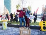 Studenten demonstreren op de Uithof: 'Ik steun de schoonmakers'