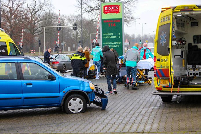 Het ongeluk gebeurde rond 15.30 uur op Kanaal Zuid in Apeldoorn.