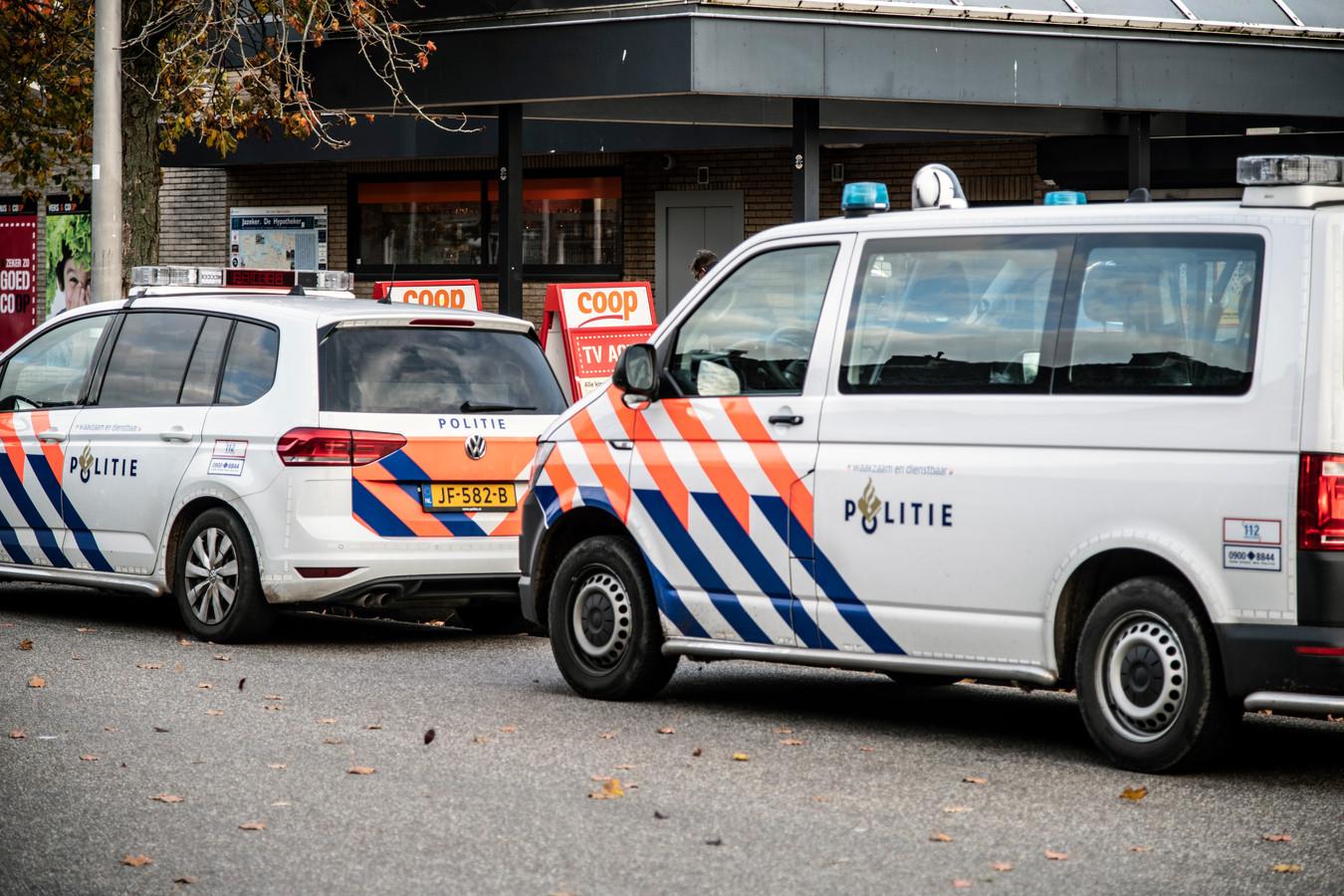 Politie na de gewapende overval in november.