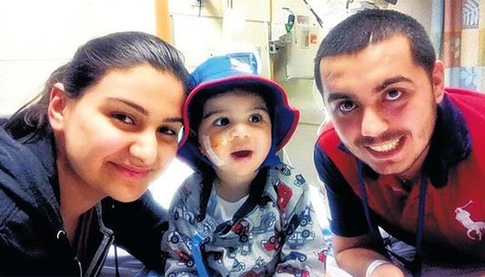 Vader Eugene en moeder Nermin Petrus (23) verblijven al lang in de VS om bij hun zoontje te zijn.