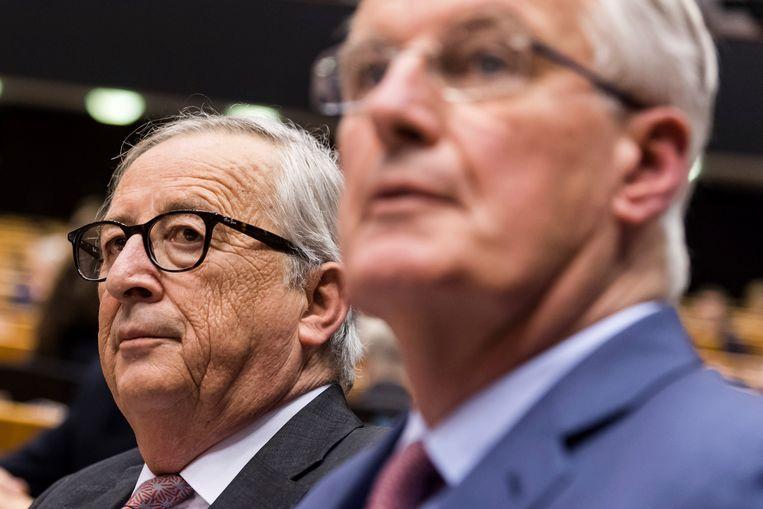 Europees Commissievoorzitter Jean Claude Juncker (links) en Europees brexitonderhandelaar Michel Barnier (rechts). Beeld AP