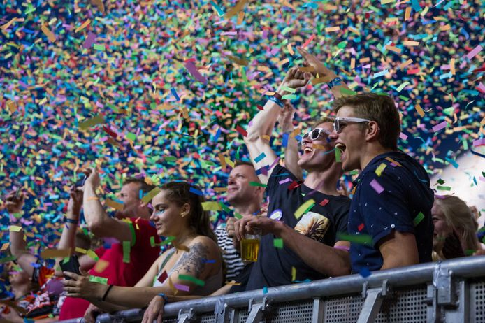 Op festivalterrein De Schans in Lichtenvoorde is op zaterdag 1 mei het Startschotgala, een testevenement voor 10.000 bezoekers.