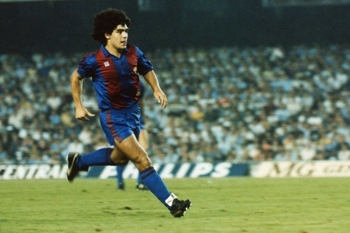 Archiefbeeld van Maradona bij Barcelona.