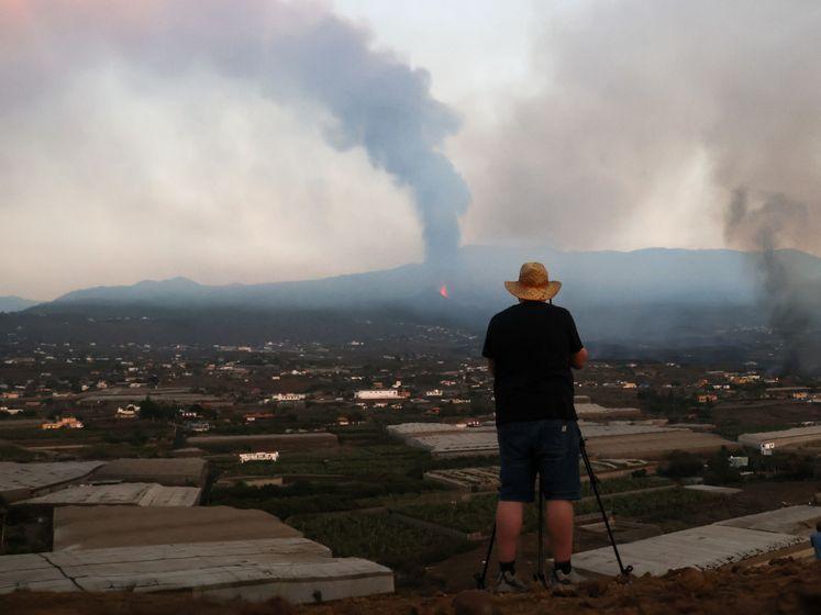 Lava op La Palma nadert de zee, mogelijk explosies en gaswolken