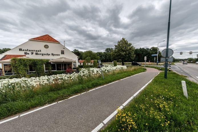 Een karakteristiek stukje Zevenbergen: restaurant De 7 Bergsche Hoeve. Het gebouw wijkt volgend jaar voor een appartementencomplex.