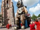 Reuzen nemen Culturele Hoofdstad Leeuwarden over
