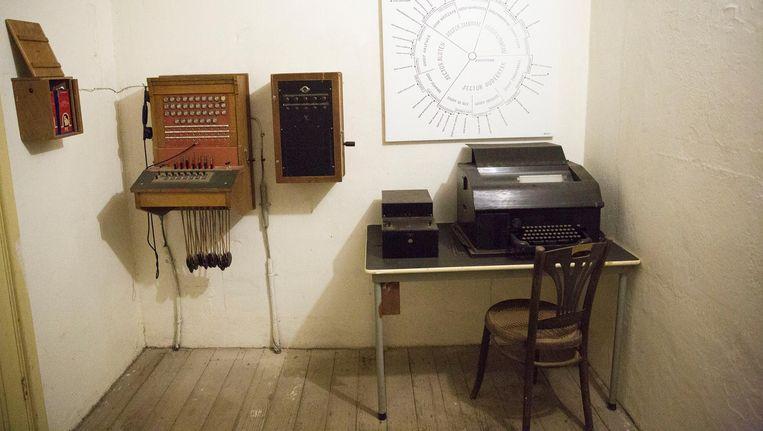 Verbindingsapparatuur in Fort Spijkerboor, bij Amsterdam, waar de Buitenlandse Inlichtingendienst soms toekomstige spionnen voor het Oostblok opleidde. Beeld Hollandse Hoogte
