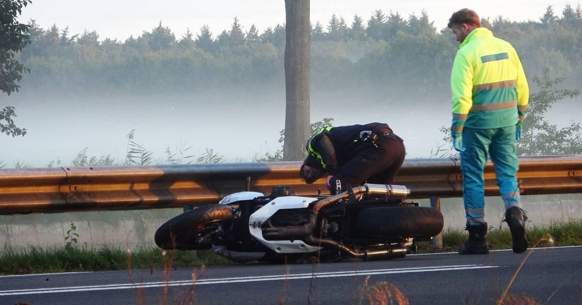 Motorrijder overleden na botsing met vrachtwagen in Drenthe.