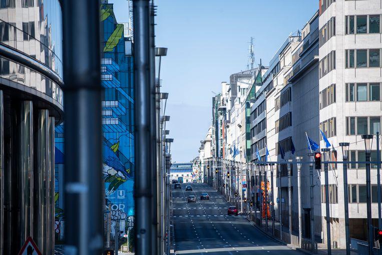 25 maart 2020: een nagenoeg verlaten Wetstraat in Brussel. Beeld BELGA