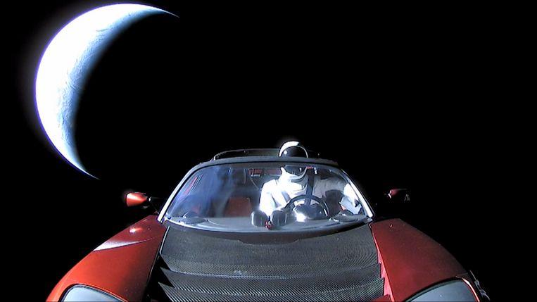 Musks Tesla Roadster ging samen met de SpaceX Falcon Heavy de ruimte in. Achter het stuur zit 'Starman'.