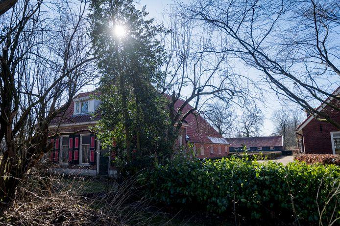 ALMELO - Exterieurfoto historische boerderij Huize Groeneveld. Eigenaar Herman Hazewinkel is van plan om de boerderij te slopen