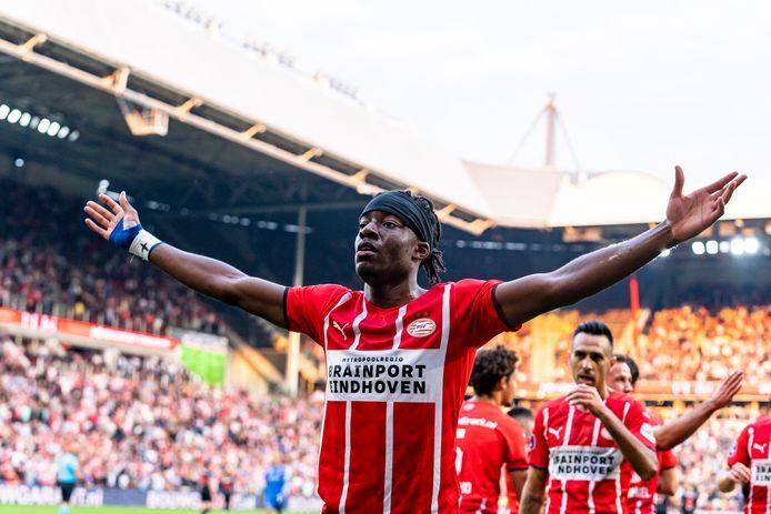 Noni Madueke maakte dinsdagavond de 1-0 voor PSV tegen FC Midtjylland.