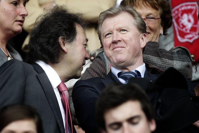 FC Twente-voorzitter Joop Munsterman in gesprek met Steve McClaren (rechts). Beeld ANP