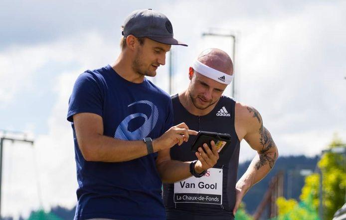 Bram Peters uit Heesch analyseert een race met 100 meter-loper Joris van Gool uit Rijen.
