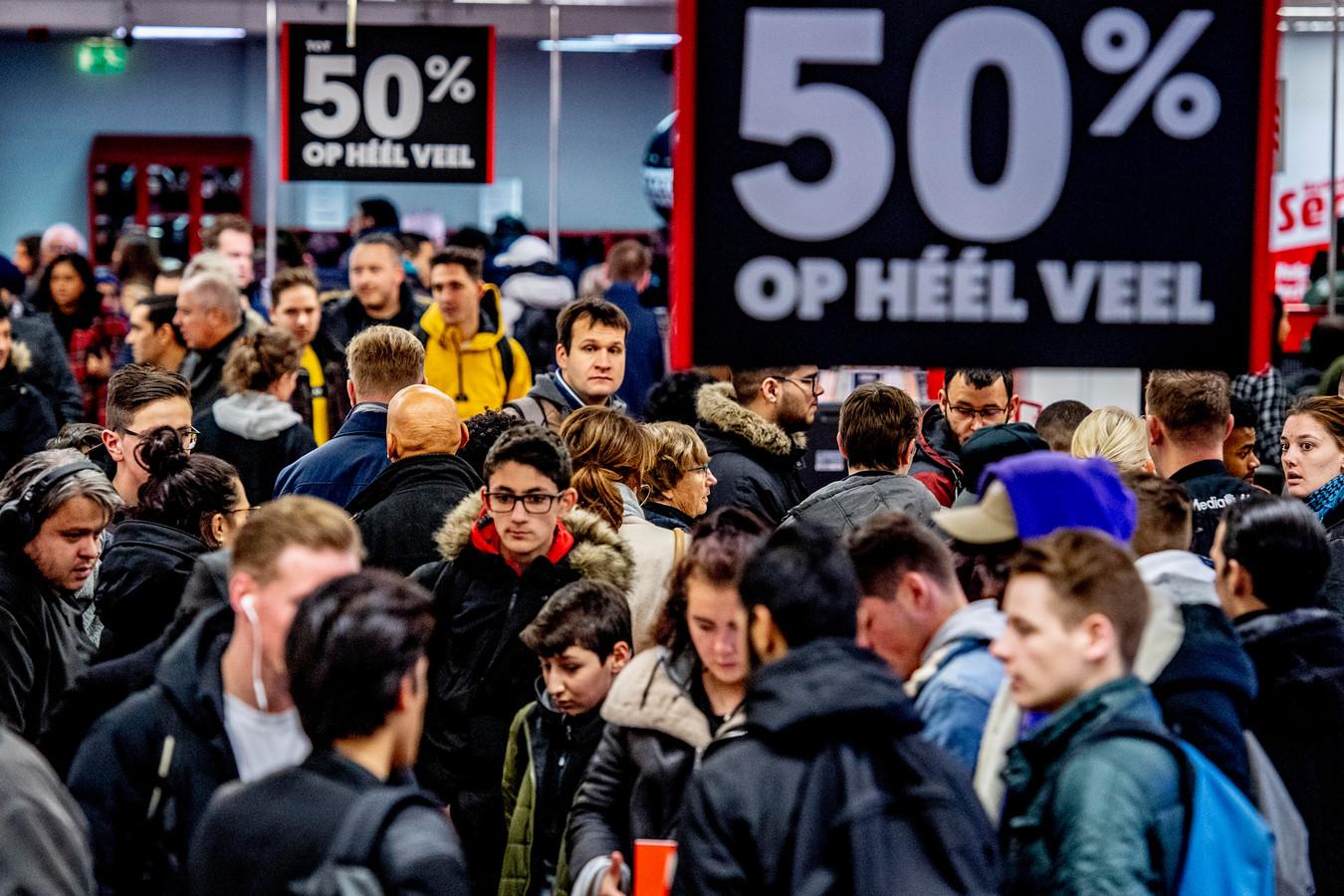 Black Friday-drukte, vorig jaar in Rotterdam. In Zutphen zijn ze er dit jaar niet bang voor.