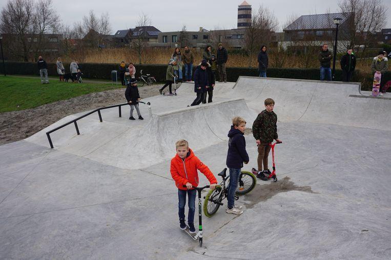 BREDENE - In de Lijsterstraat werd een nieuw skatepark geopend