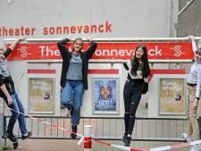Talenten van theater Sonnevanck Enschede maken clip: 'Perfecte ouders? Die bestaan niet'