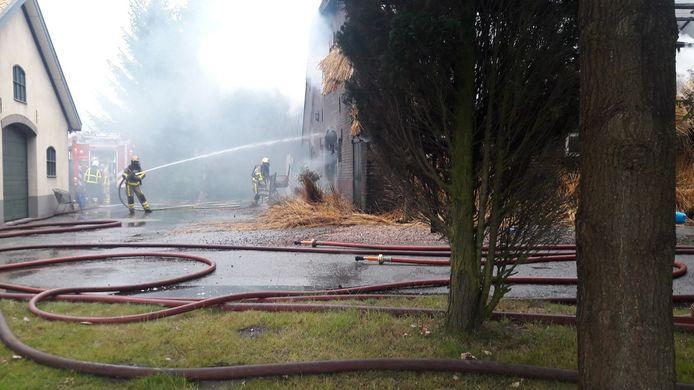 De brandweer is nog volop aan het blussen, maar het kwaad is al geschied.