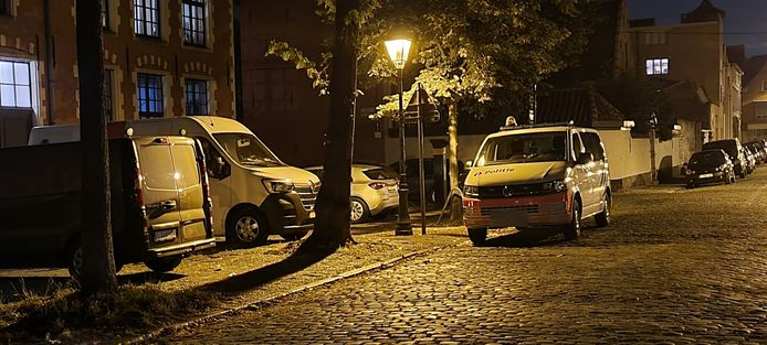 De Sophie Van Akenstraat in Gent werd dinsdagavond een tijdlang afgesloten na een burenruzie.