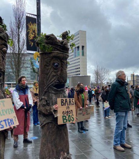 Jan (74) vecht al zijn hele leven voor dat ene bos bij Utrecht: 'Maar één aarde, maar één Amelisweerd'