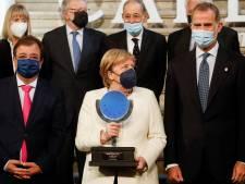 """Angela Merkel considérée """"en avance sur son temps"""" reçoit le Prix européen Charles-Quint"""
