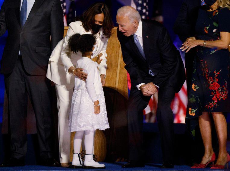 Kamala Harris en Joe Biden vieren met hun families de overwinning. Beeld REUTERS