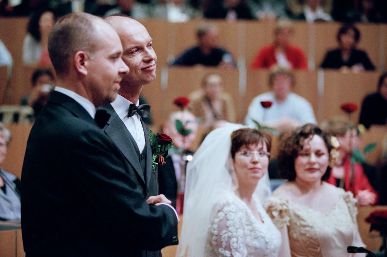 Donderdag exact twintig jaar geleden traden Gert Kasteel en Dolf Pasker als eerste homostel ter wereld in het huwelijk. Beeld Hollandse Hoogte / Jörgen Caris