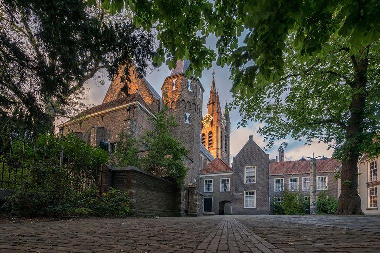Museum Prinsenhof Delft, met op de achtergrond de Oude Kerk. Beeld Henri van Avezaath