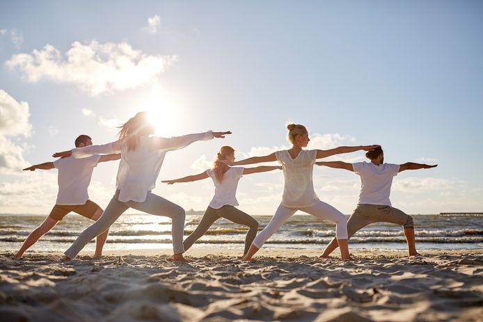 Geniet van een heerlijke yogasessie op het strand met Goed Gevoel.