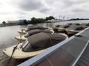 De sloepjes van verhuurder Van Zeelst uit Well zijn zolang bij het Maritiem Centrum Heusden gestald. Daar liggen ze net wat veiliger.