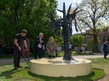 Tilburgs Holocaustmonument in Vrijheidspark geplaatst: 'Dit is ook een symbool van hoop en leven'