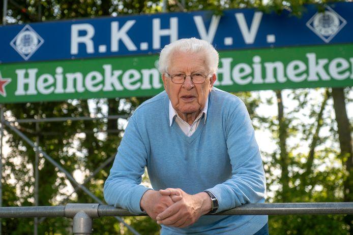 """Piet Bosman op De Blauwenburcht van RKHVV. ,,Ik heb meegeholpen toen de tribunes en de kleedkamers werden gebouwd."""""""