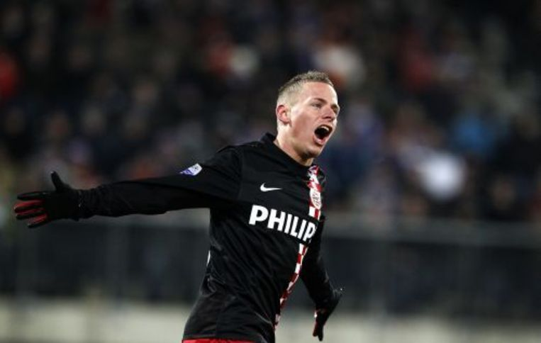PSV'er Balazs Dzsudzsak juicht 1-0 heeft gescoord zaterdag tijdens de bekerwedstrijd tussen SC Heerenveen en PSV in het Abe Lenstra Stadion in Heerenveen. Foto ANP Beeld