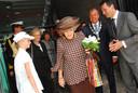 Chatime-verslaggeefster Anke van Eijk (links) in 2008 met onder anderen koningin Beatrix, commissaris van de koningin May-Weggen en burgemeester Van der Velden van Breda. Foto Lidia van Hooijdonk