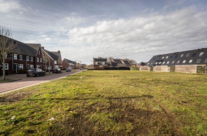 Een onbebouwd stuk grond aan de Heideven in Deurne waar de komst van tien nieuwe huizen bij buurtbewoners kwaad bloed zet.