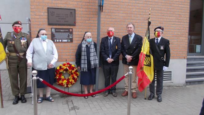 Gedenkplaat voor 'First Belgian Armoured Car Regiment' hangt na 20 jaar opnieuw aan Sint-Vincentius a Paulo