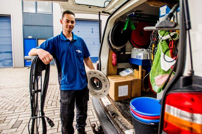 Luke is schoonmaker bij Just Clean