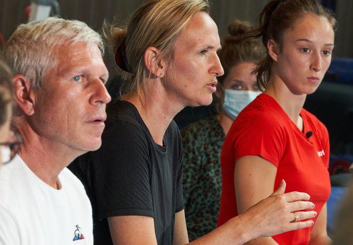 Coaches Yves Kieffer en Marjorie Heuls met Nina Derwael.