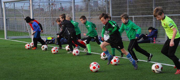 Om de onderlinge verschillen nog kleiner te maken maakt de KNVB nu gebruik van de Team Index, een coëfficiënt die de sterkte van een team aangeeft.