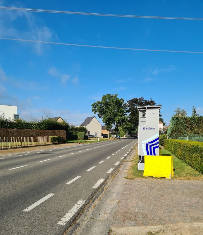 De superflitspaal staat in de Vinktstraat in Deinze