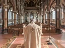 Kerken in Twente worstelen met corona-protocol: 'De communie met pincet: toch raar'