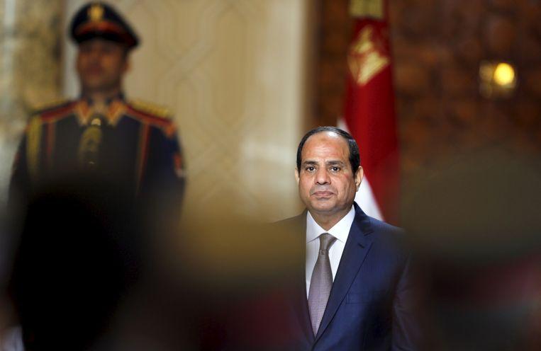 President Abdel Fattah al-Sisi van Egypte woont een militaire ceremonie in het presidentiële paleis in Caïro bij. Onder zijn repressief regime dreigt een burgeroorlog te ontketenen. Beeld REUTERS