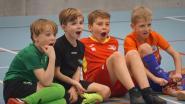 VIDEO. Belgisch kampioen freestyle voetbal toont Eernegemse kinderen zijn kunstjes