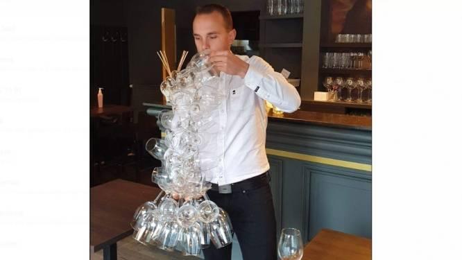 Ober Sebastien (31) plant met steun van koning Filip nieuwe wereldrecordpoging glazen met één hand dragen, opbrengst gaat naar bos om verkeersdoden te herdenken