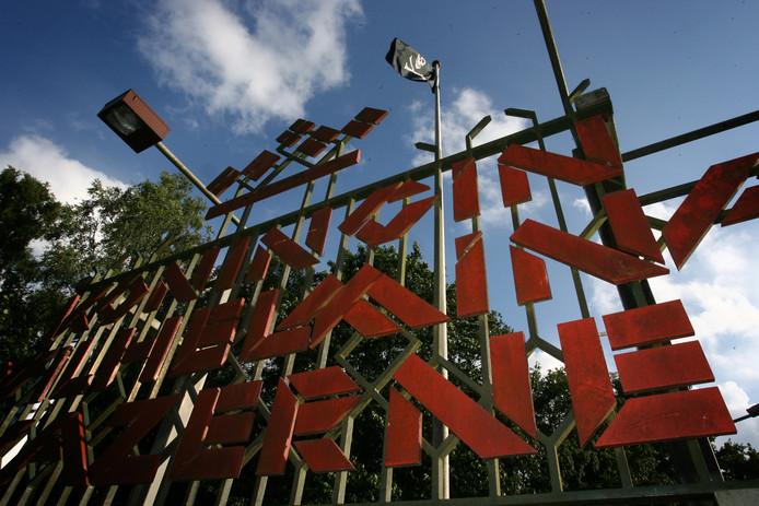 In 2009 namen krakers tijdelijk bezit van de kazerne in Ossendrecht, die toen ook al leegstond. (foto Ramon Mangold)
