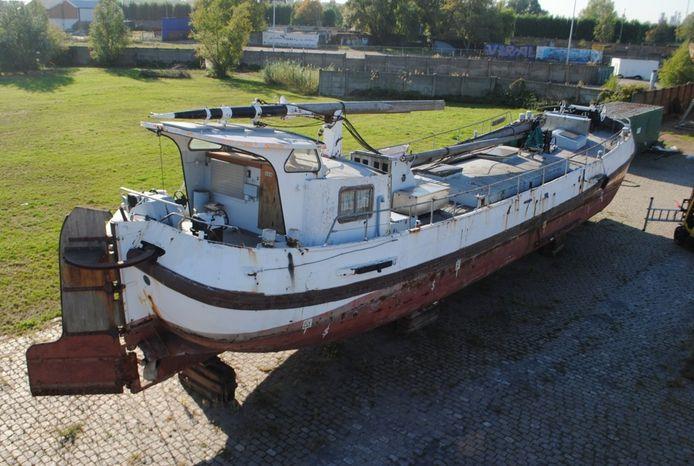 Het historisch schoolschip Ortelius verhuist binnenkort naar Doel voor restauratie.