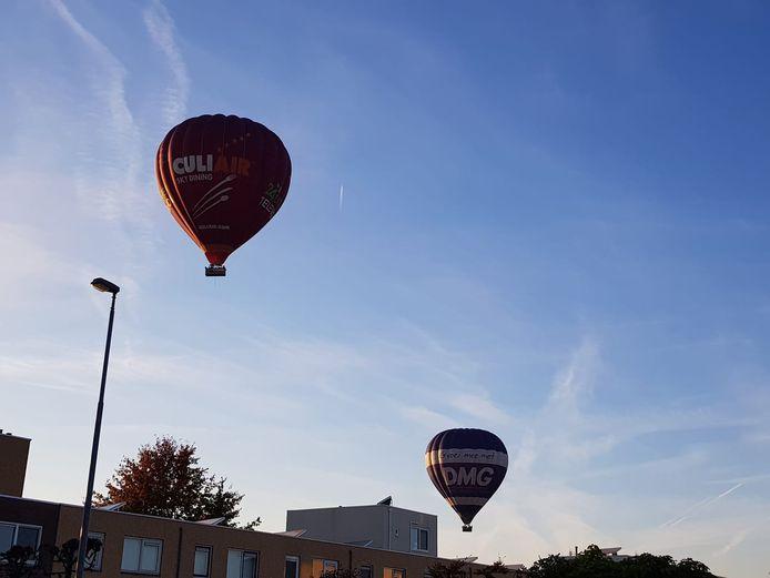 Luchtballonnen boven Eindhovense woonwijk