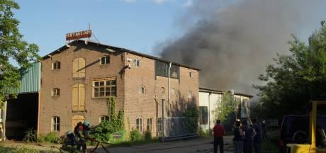 Brand in loods in Sprang-Capelle, mogelijk asbest vrijgekomen