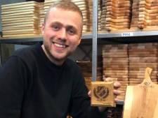Unieke onderzetters mét jubilieumlogo: Marvin's (24) handgemaakte werk vliegt fanshop van FC Utrecht uit