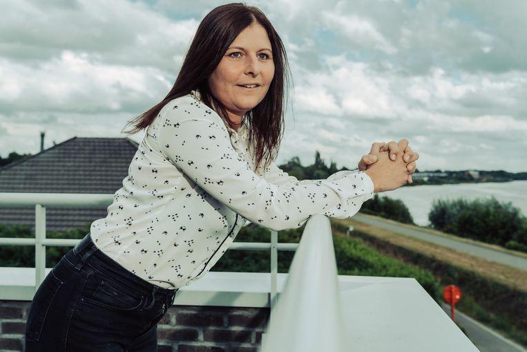 Delfine Van Daele: 'Mijn vader zette de eerste stap. 'Dag meisje', schreef hij. Je bent volwassen en je vader noemt je 'meisje'. Dat was zo schattig.' Beeld Illias Teirlinck